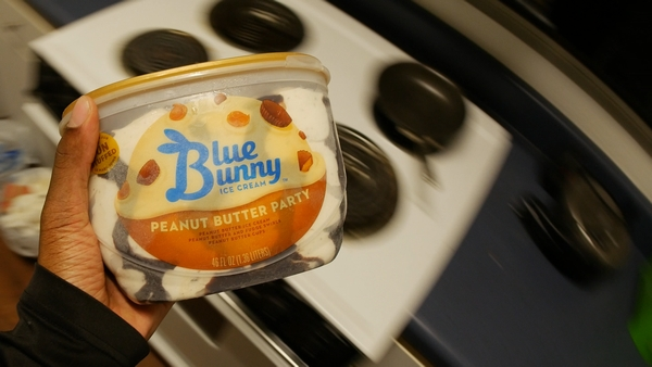 Blue Bunny Ice Cream [ Peanut Butter Party ]