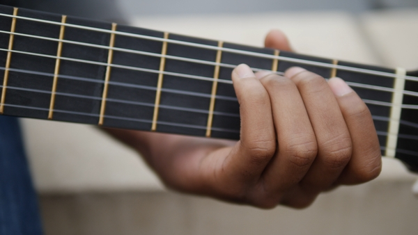 a lesson on how to play guitar