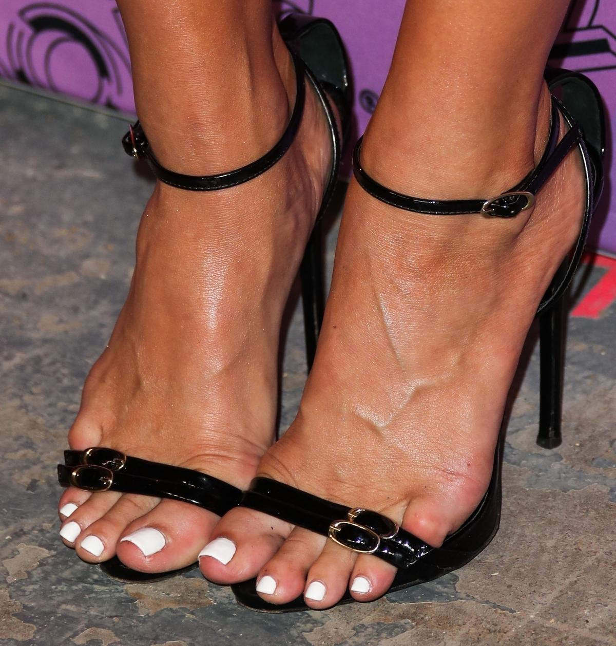 Ashlee Simpson's feet