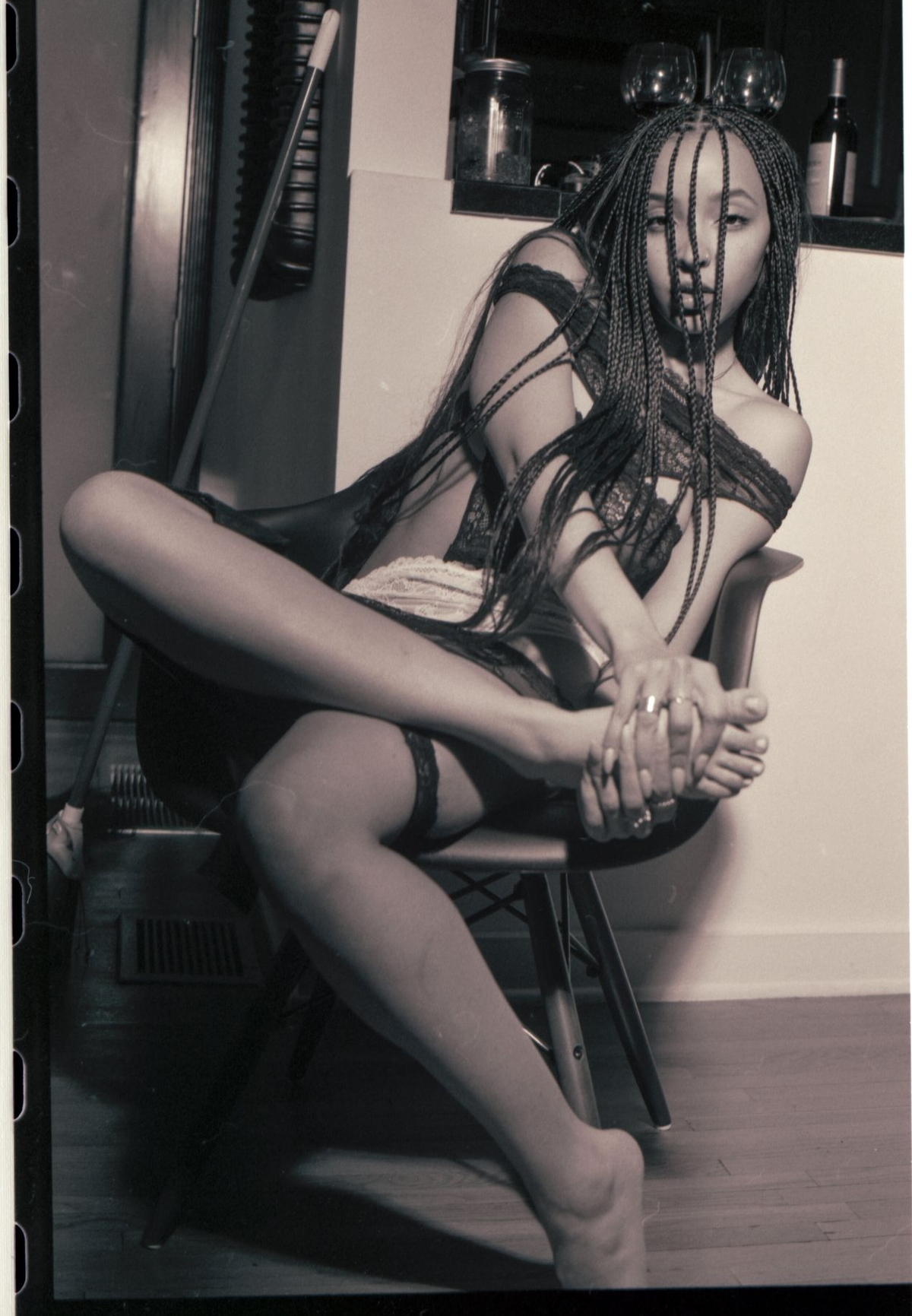 Tinashe posing and showing her ass