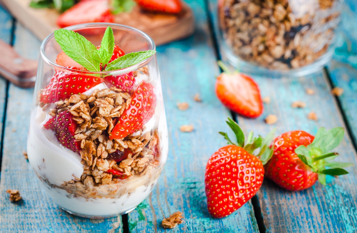 a strawberry granola parfait