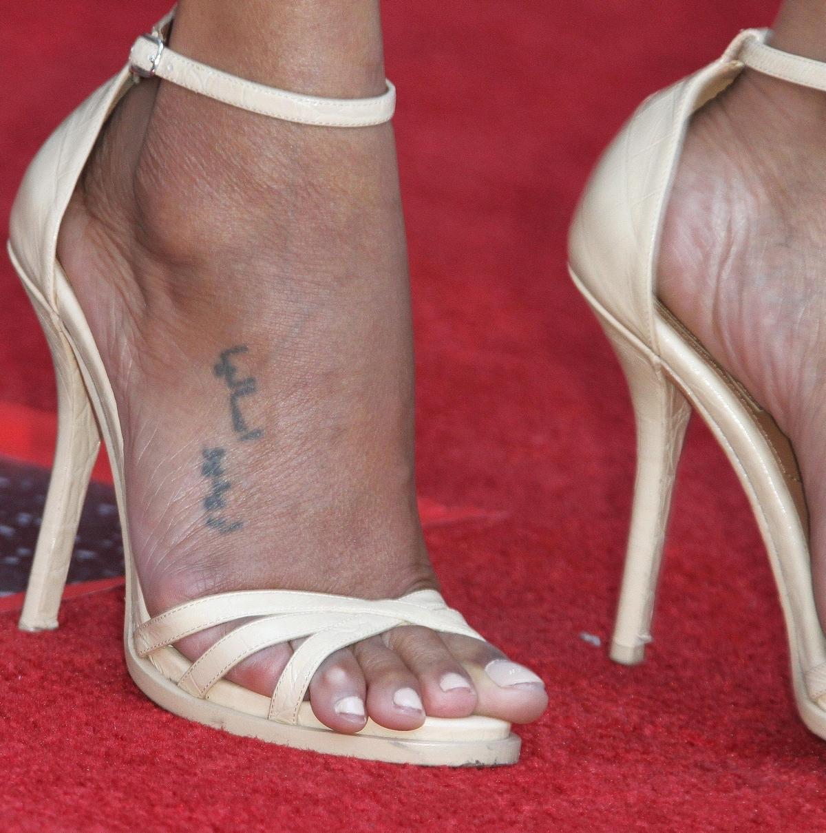 Zoe Saldana's foot