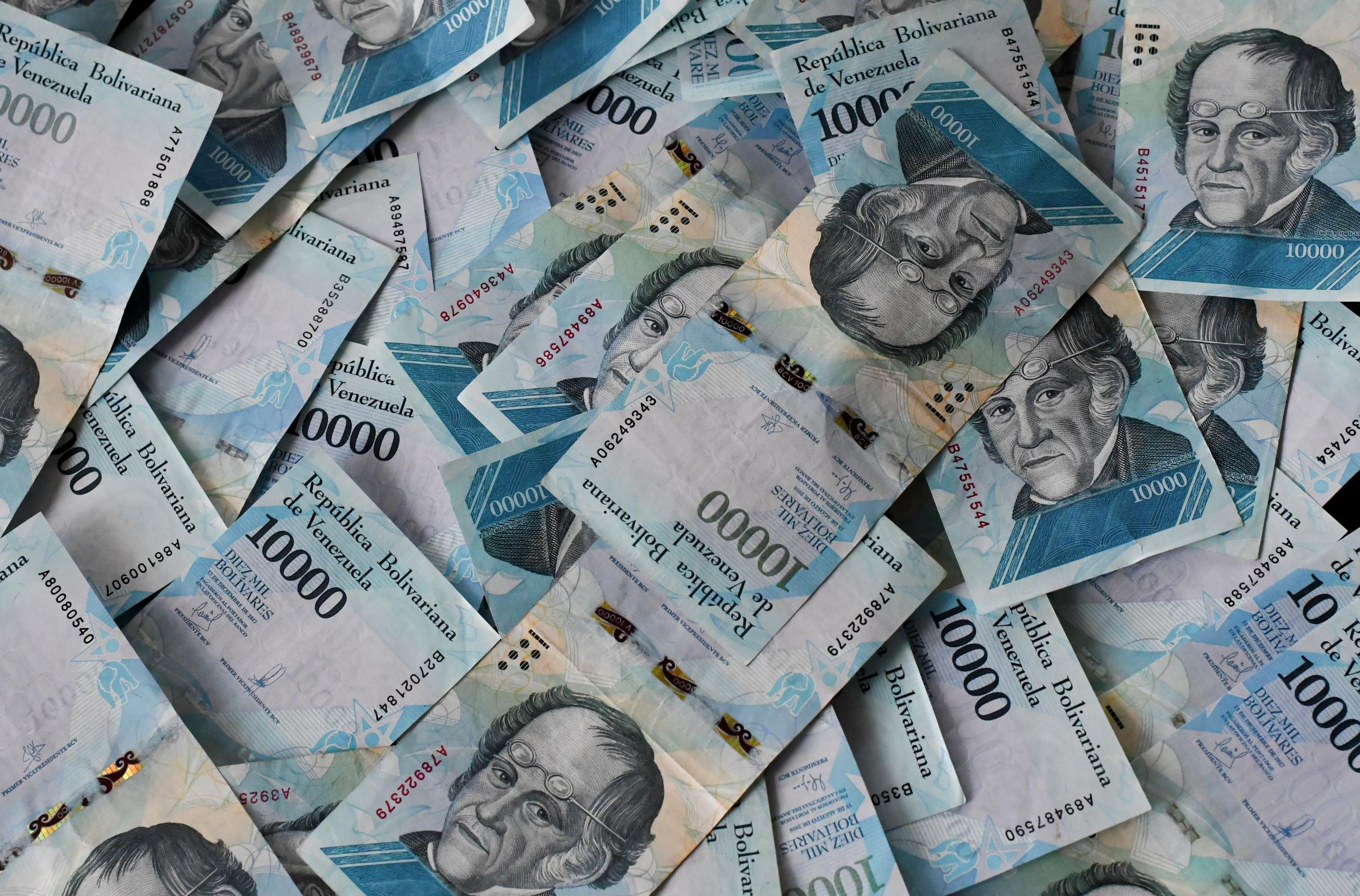 10000-bolívar bills