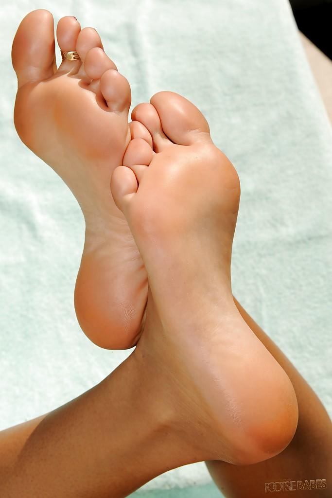 Mulani Rivera's feet