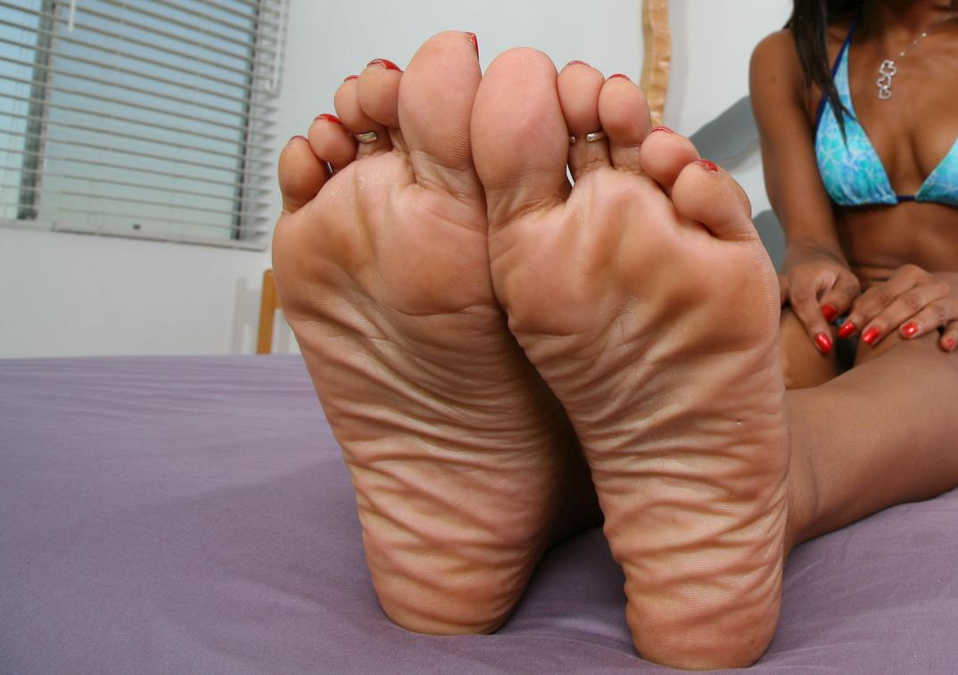 Marie Luv's feet