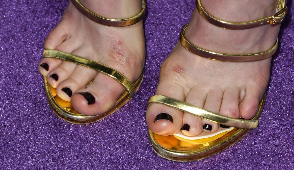 Bella Heathcote's toes