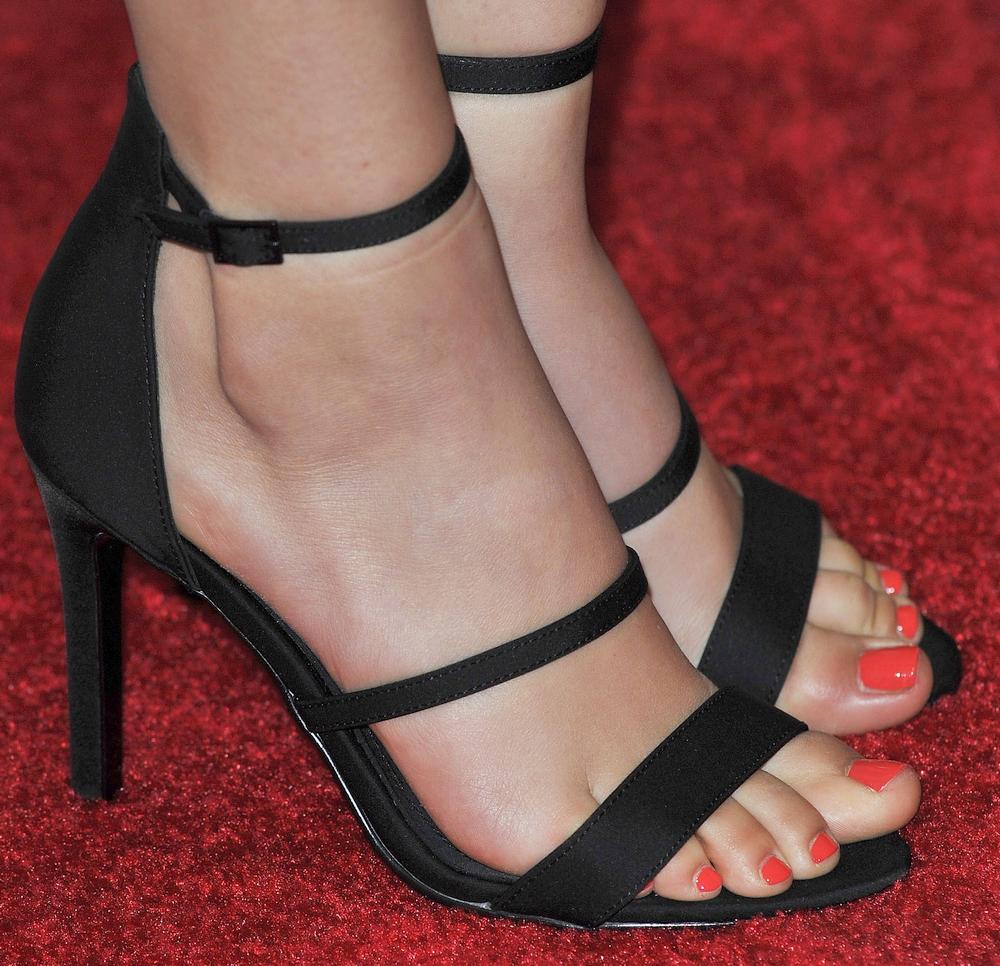 Victoria Justice's feet