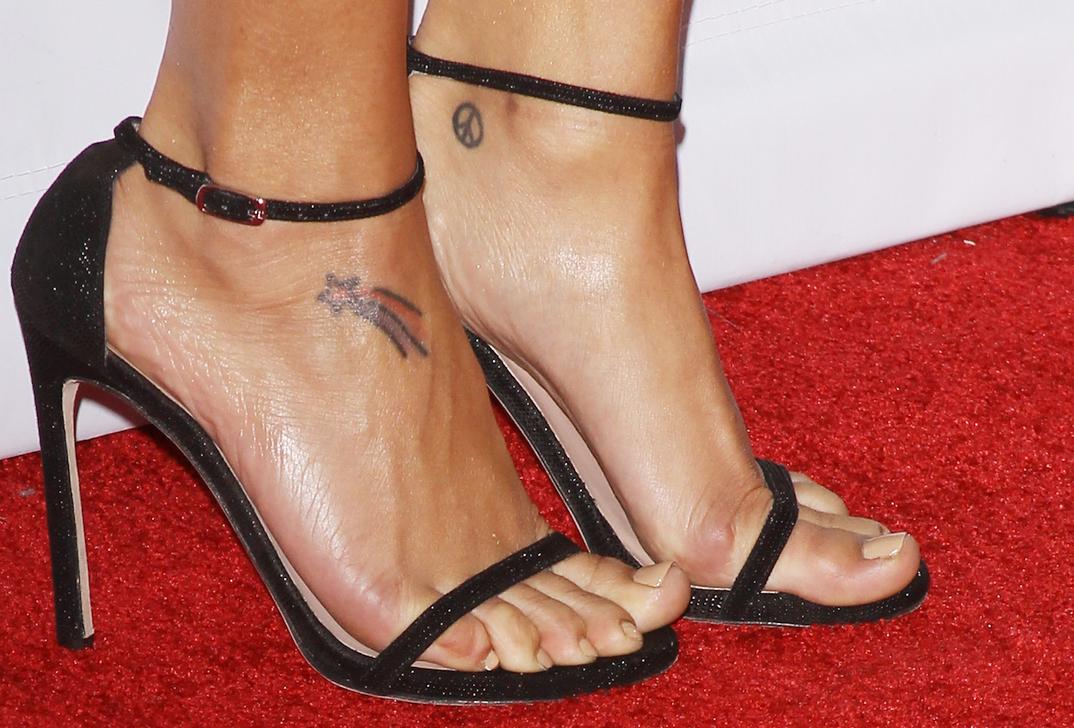Naya Rivera's feet