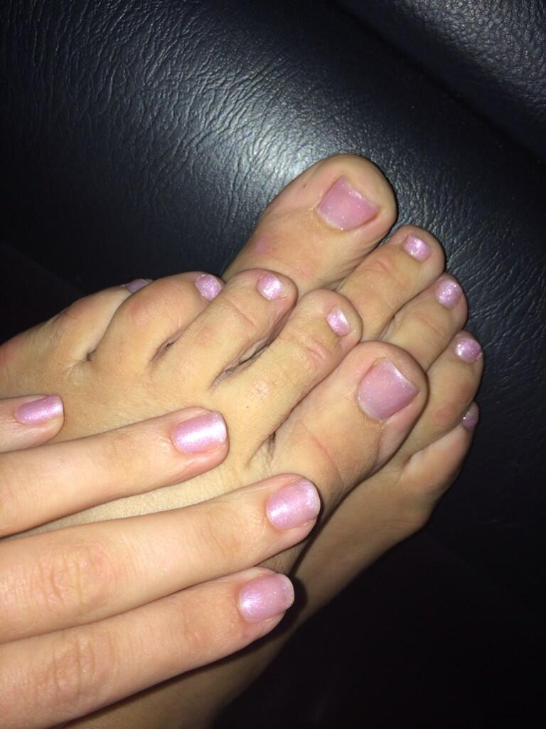 Adriana Chechik's fingers and toes