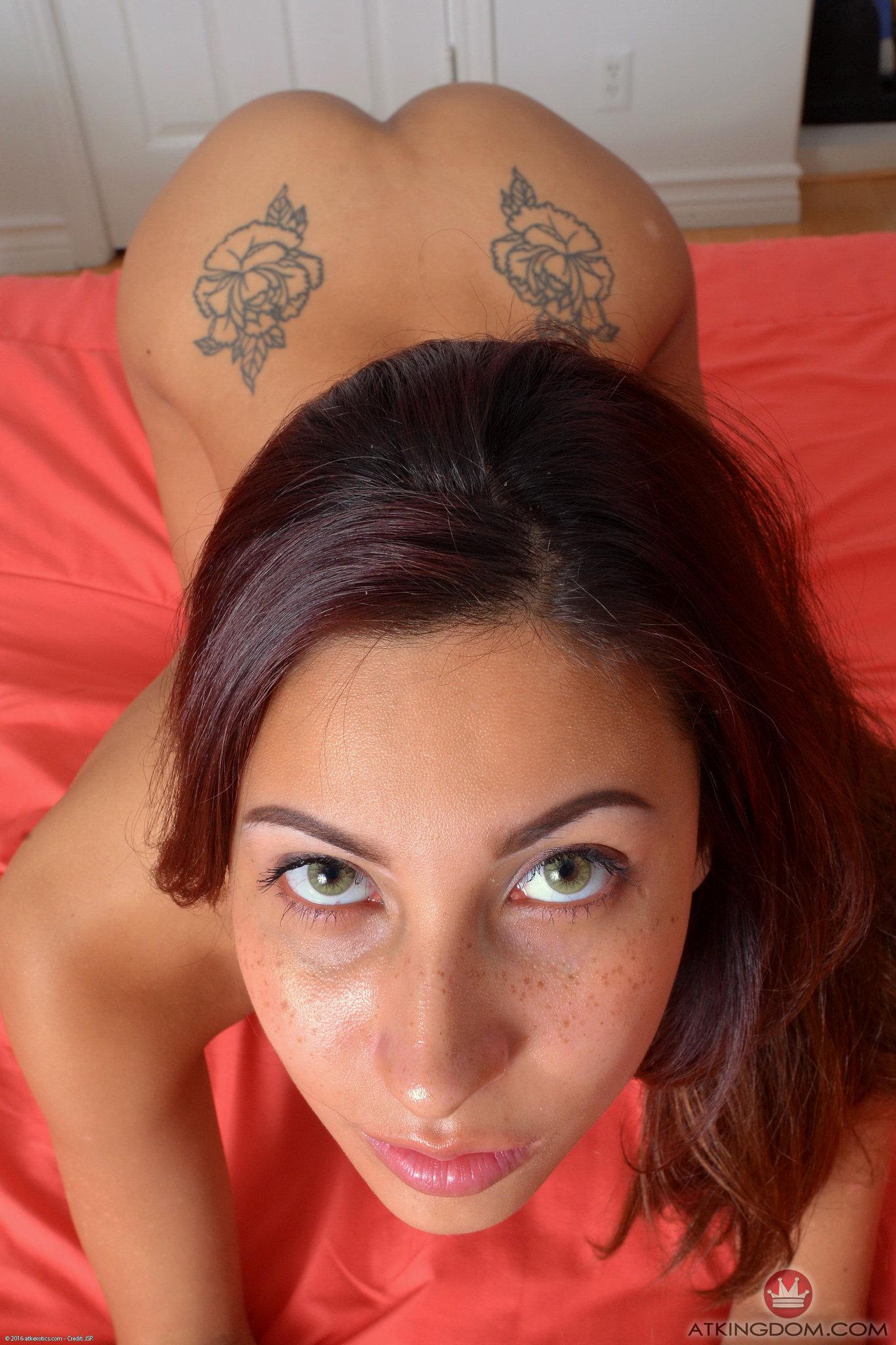 Jade Jantzen posing nude