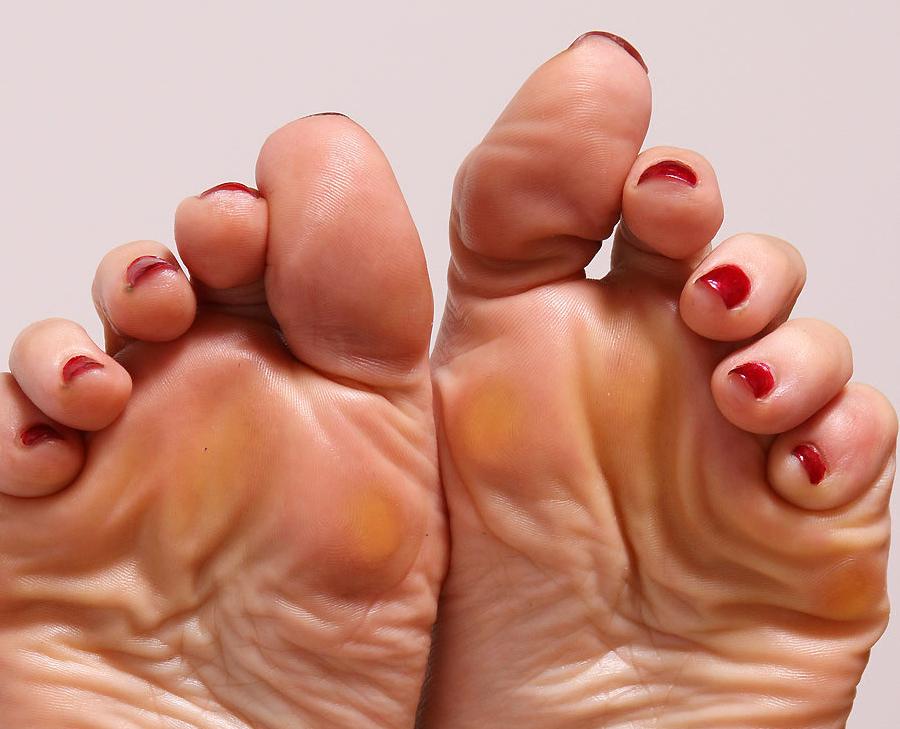 Emily Marilyn's feet