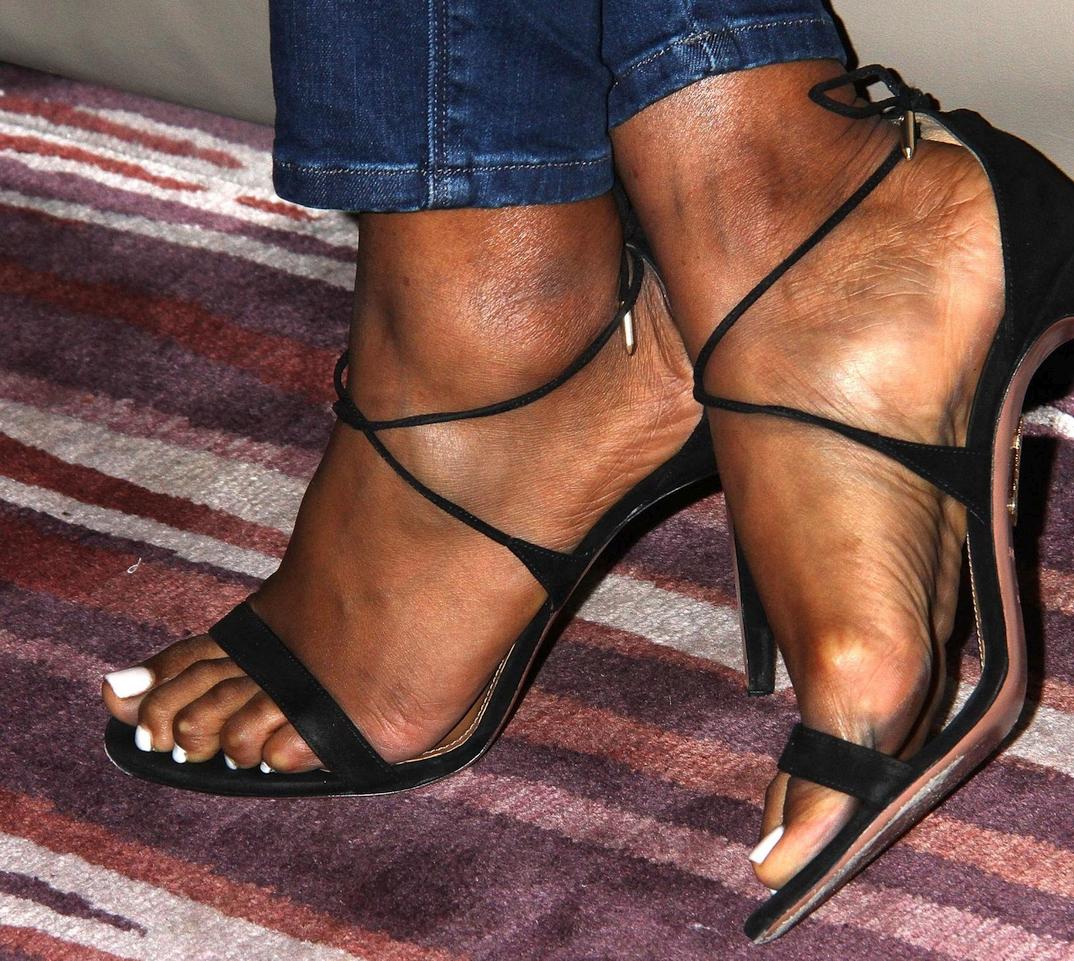 Kelly Rowland's feet
