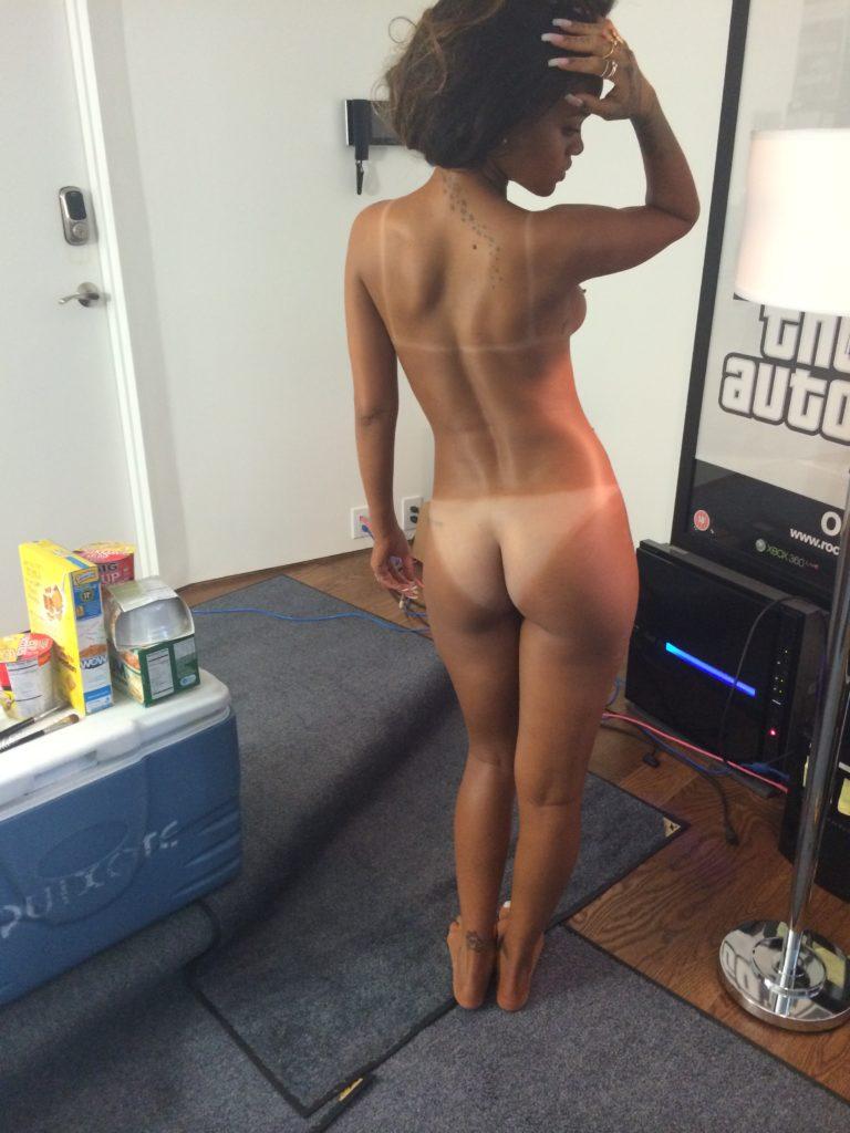 Rihanna posing nude
