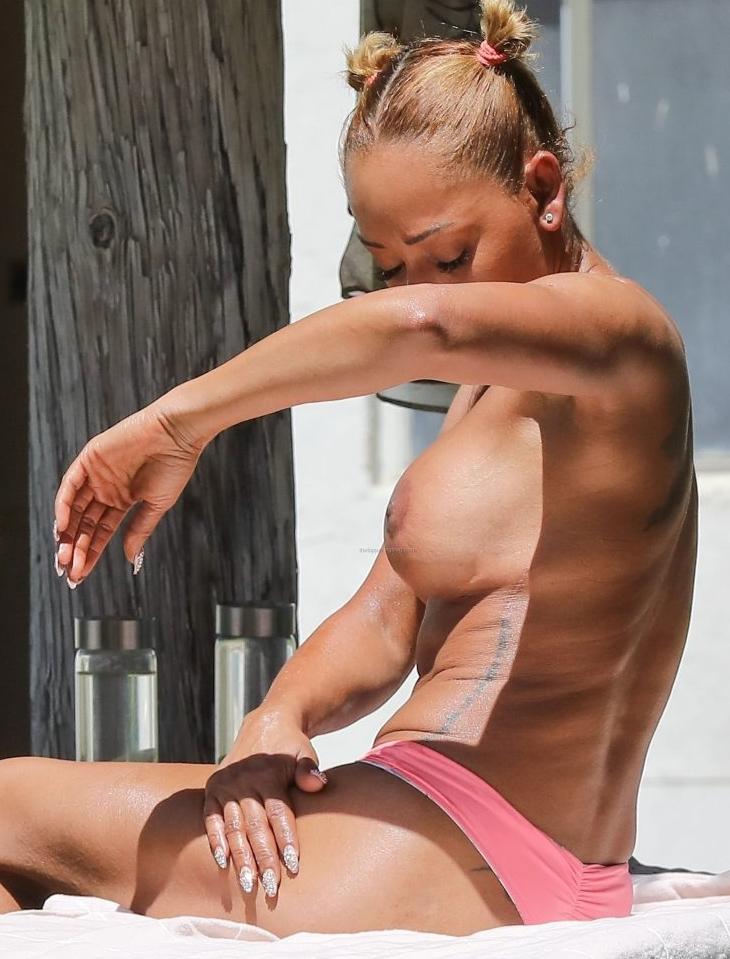 Mel B showing her tit