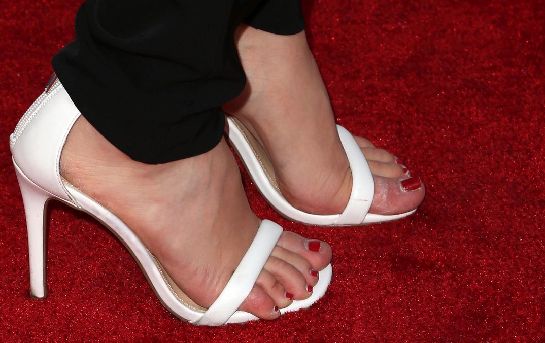 Jennette McCurdy's feet
