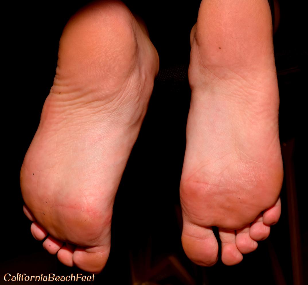 Leilani Gold's feet