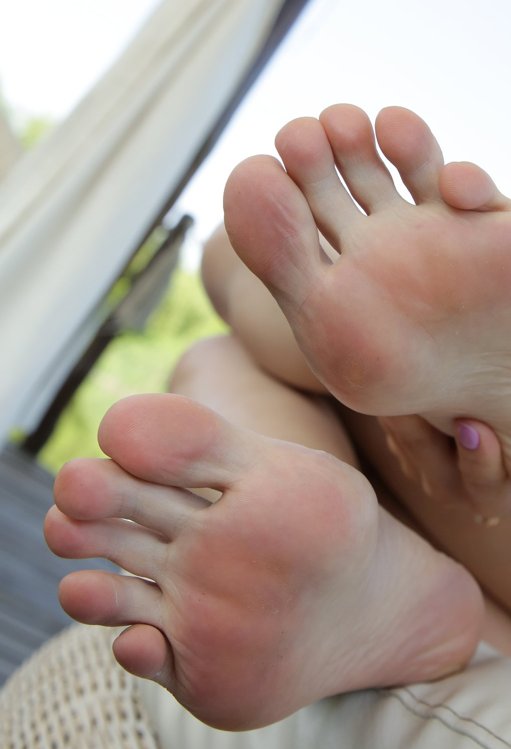 Lilu Moon's toes