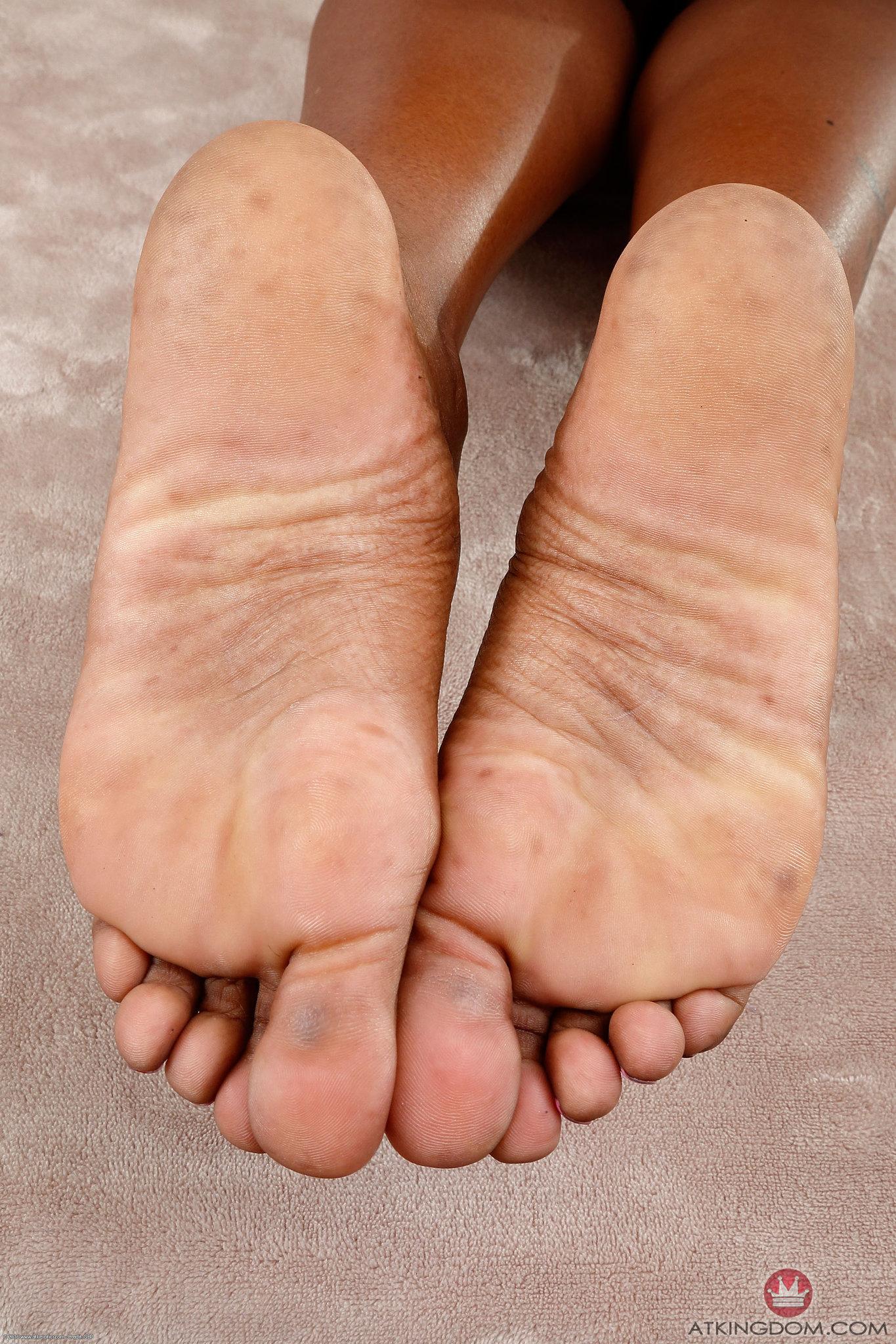 Bella Dahl's feet