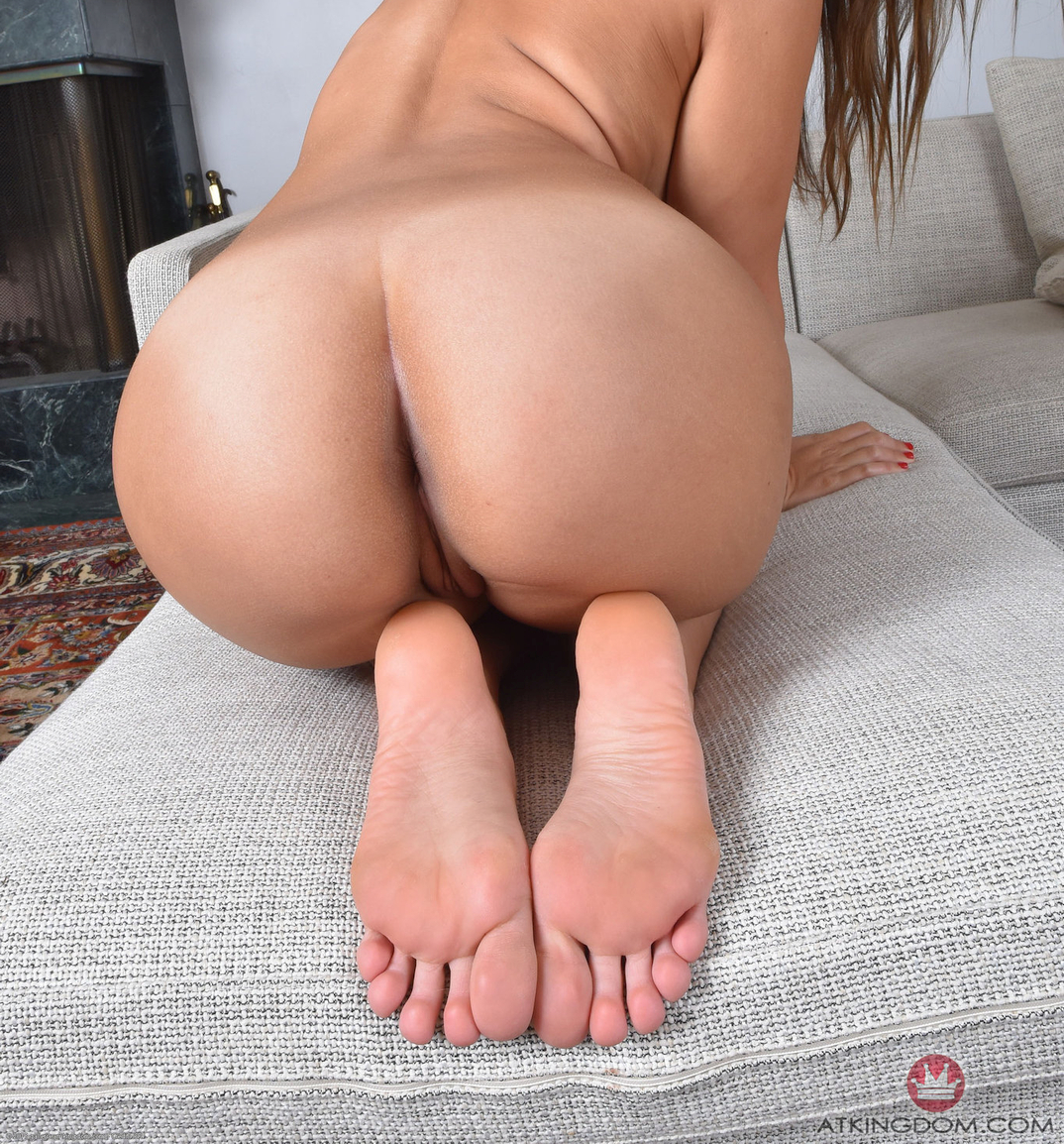 Karter Foxx's ass and feet