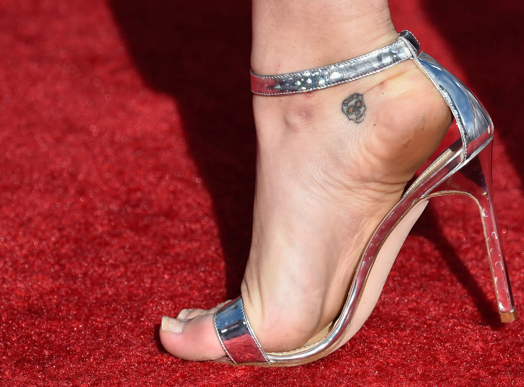 Miley Cyrus showing her foot
