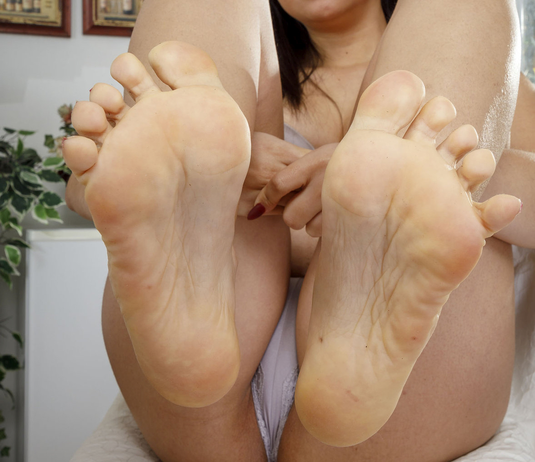 Rose Darling's feet
