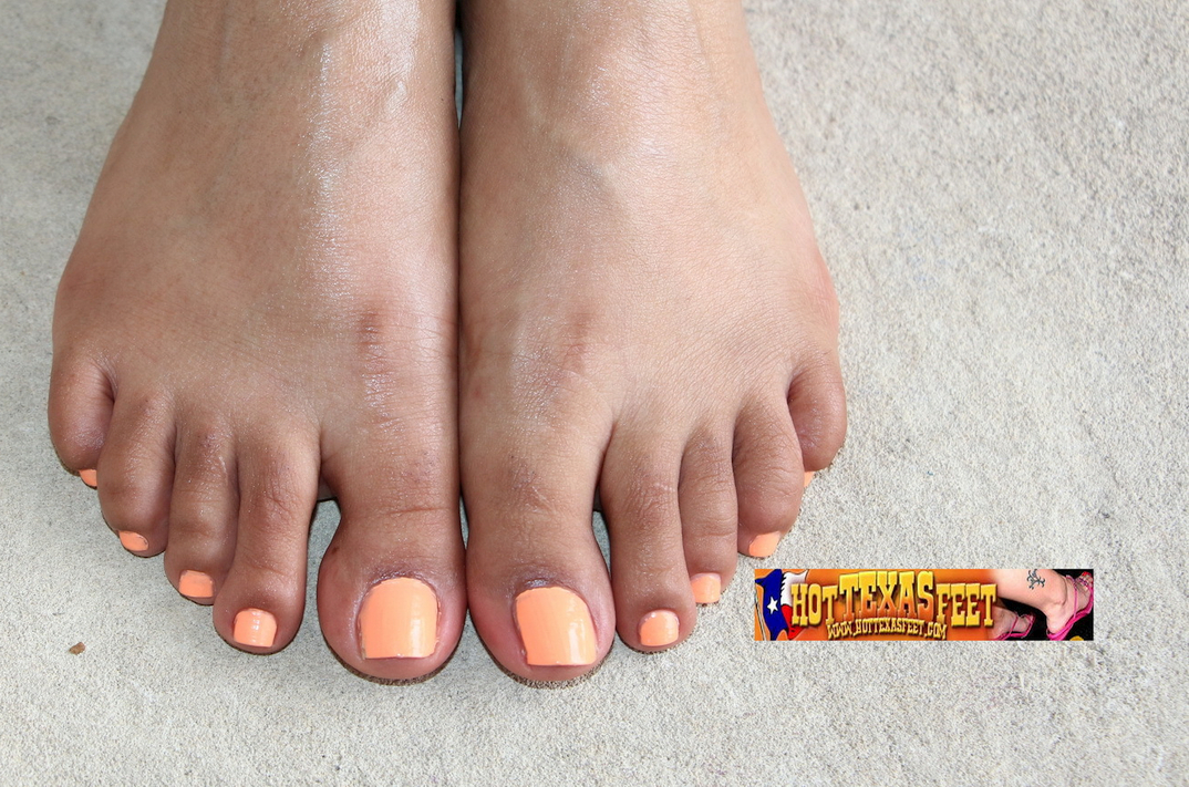 a Texas girl named Armoni showing her feet