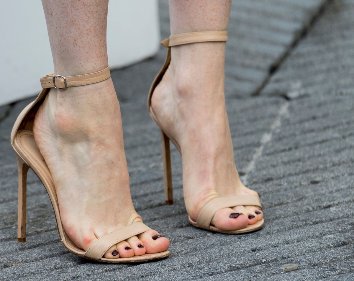 Claire Foy's feet