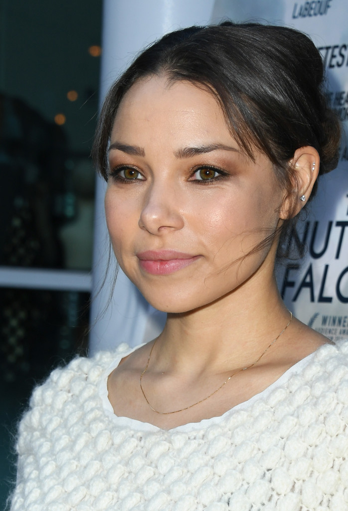 Jessica Parker Kennedy's physical appearance