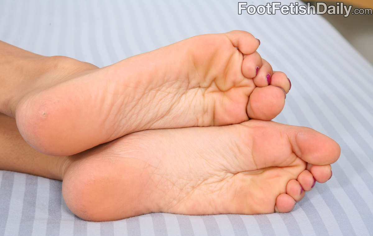 Amia Moretti's feet