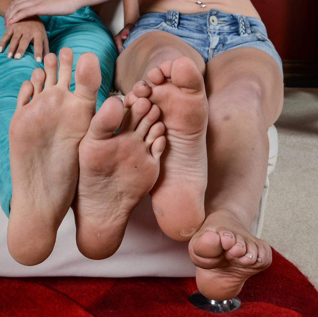 Chloe amour feet