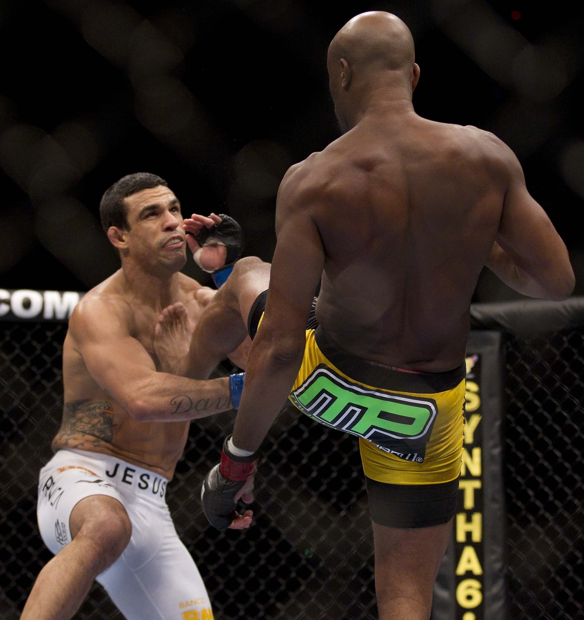 video review : Anderson Silva versus Vitor Belfort at UFC 126