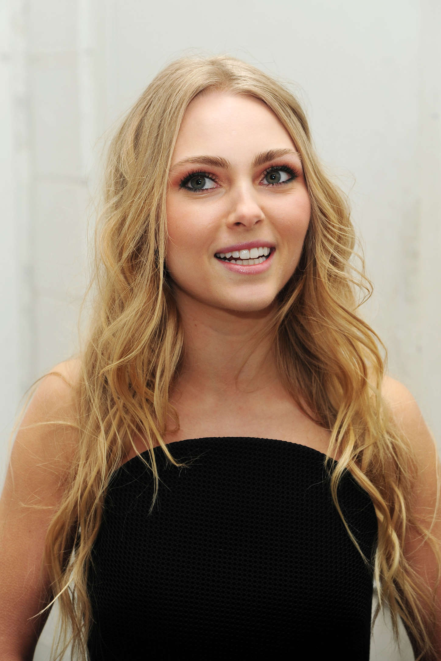 AnnaSophia Robb's physical appearance